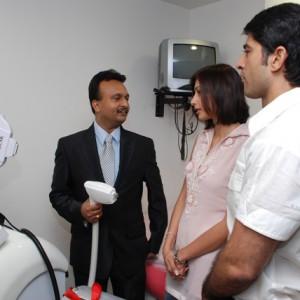 Hiten & Gauri-Tejwani-knowing-about-How-does-U-Lipo-work-@-Prettislim-Clinic