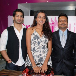 TV Celebrities Amit Tandon & Rashmi Ghosh with Prettislim Clinic's MD Puneet Nayak