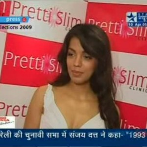 Mugdha-Godse-at-the-launch-of-Prettislim-Clinic | Star-News