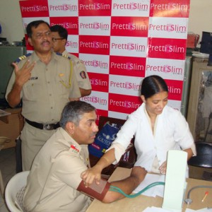 Fitness-Camp-Conducted-at-Mumbai-Police-Station-By-Prettislim-Clinic