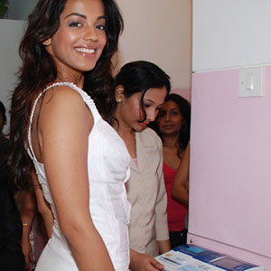 Mugdha Godase Walk Through inside Prettislim Clinic